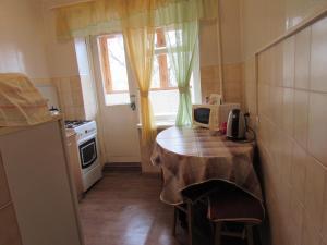 Кухня или мини-кухня в Apartments 8 marta