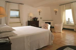 A bed or beds in a room at Palazzo Belmonte