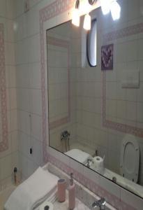 A bathroom at Il sorriso