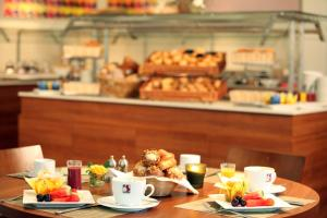 Breakfast options available to guests at Mercure Bonn Hardtberg