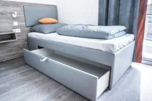 A bed or beds in a room at FirstSleep Boardinghouse Griesfeldstrasse München