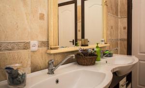 A bathroom at Agrousadba Belovezhskaya Gostevaya