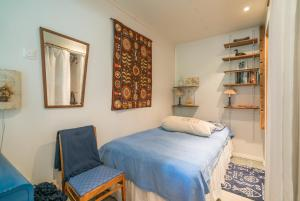 A bed or beds in a room at Oak House