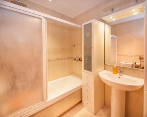 A bathroom at Garden Suite