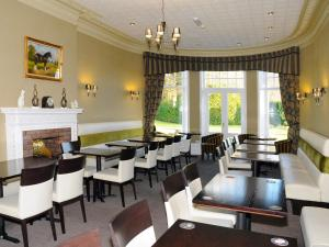 A restaurant or other place to eat at Hundith Hill Hotel