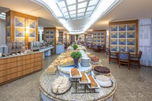 Um restaurante ou outro lugar para comer em Hotel D'sintra