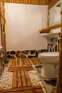 Ein Badezimmer in der Unterkunft Angthong Beach Resort, Koh Phaluai