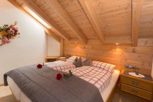 Ein Bett oder Betten in einem Zimmer der Unterkunft Ferienhäuser Werdenfels