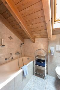 Ein Badezimmer in der Unterkunft Ferienhäuser Werdenfels