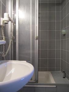 A bathroom at Gasthaus Neupert