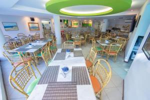 Um restaurante ou outro lugar para comer em Ambassador Flat