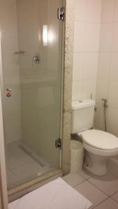 Um banheiro em ibis Belo Horizonte Savassi