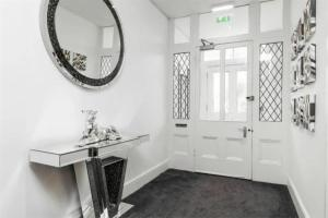 A bathroom at Bournemouth Luxury Apartment