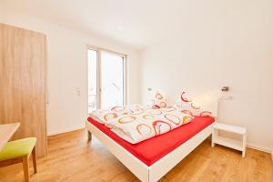 A bed or beds in a room at Wein-Quartier Leo Pazen