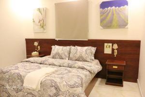 Cama ou camas em um quarto em 7 Days Furnished Apartments