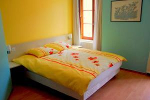 Ein Bett oder Betten in einem Zimmer der Unterkunft Hôtel de l'ours