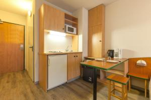 A kitchen or kitchenette at City Residence Access Strasbourg