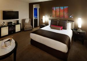 A bed or beds in a room at Royalton Park Avenue