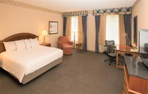A bed or beds in a room at Hilton Garden Inn Wooster