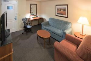 A seating area at Hilton Garden Inn Wooster