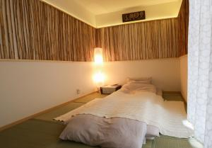 A bed or beds in a room at Lucy's House横浜中華街 House2