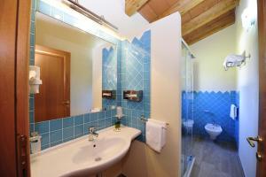 A bathroom at Hotel L'Esagono