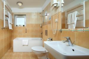 A bathroom at Hotel Aqua Sopot