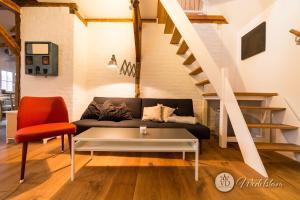 A seating area at Villa Dohna - Apartment Wedelstam