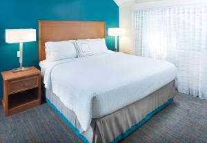 A bed or beds in a room at Residence Inn Orlando Altamonte Springs / Maitland