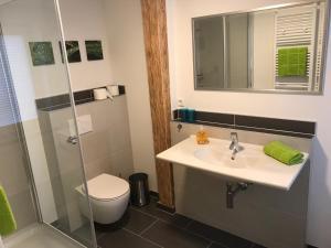 A bathroom at Das kleine Schwarze