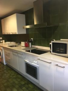 Una cocina o zona de cocina en APARTAMENTO CENTRICO PARKING - WIFi