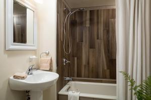 A bathroom at Squam Lake Inn