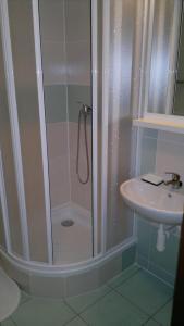 A bathroom at Hotel Terek