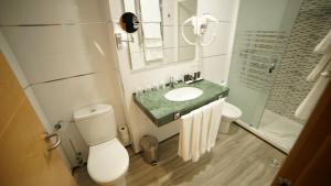 Un baño de Hotel Infante Antequera