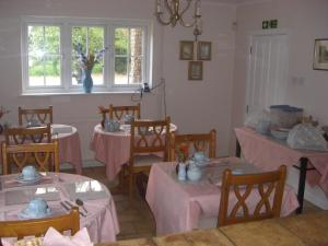 A restaurant or other place to eat at The Brambles B&B