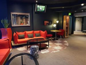 The lounge or bar area at ibis Leeds Centre Marlborough Street
