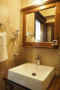A bathroom at Loca Hotel