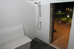 A bathroom at ARTS IN Country House Linha do Dão
