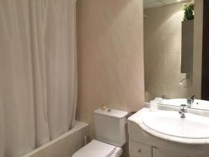A bathroom at Apartament Teulades