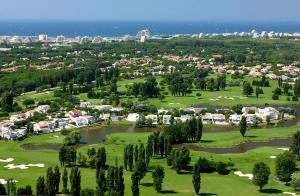 Een luchtfoto van Résidence Green Village