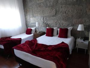 A bed or beds in a room at Hotel Porto Rico