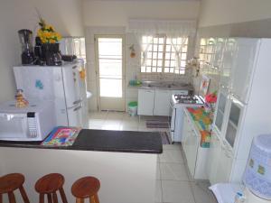 A kitchen or kitchenette at Casa de Temporada