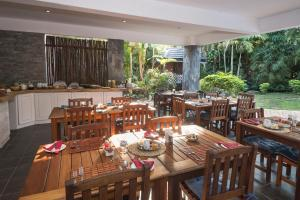 A restaurant or other place to eat at Avalone Guest House