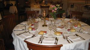 A restaurant or other place to eat at Grand Hotel De Londres