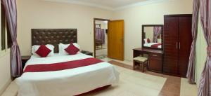 Cama ou camas em um quarto em Al Farhan Hotel Suites