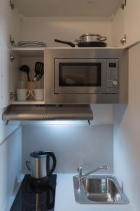 A kitchen or kitchenette at FirstSleep Boardinghouse Griesfeldstrasse München