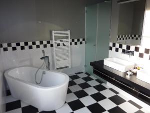 Salle de bains dans l'établissement Villa Élyane