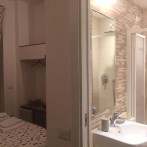A bathroom at B&B Via Fontana Milano