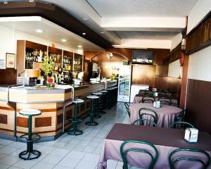 A restaurant or other place to eat at Residencial Dona Teresa