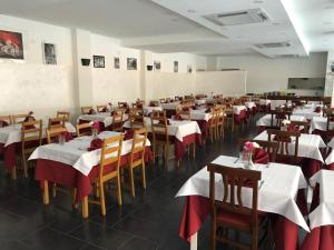 A restaurant or other place to eat at Hotel Cinecittà